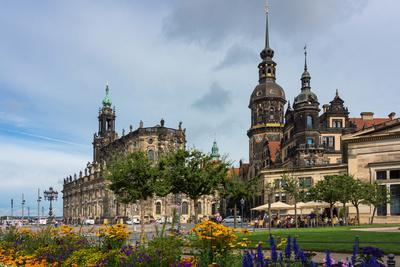 https://imgc.allpostersimages.com/img/posters/dresden-summer-dresden-cathedral-castle_u-L-Q11YMEO0.jpg?p=0