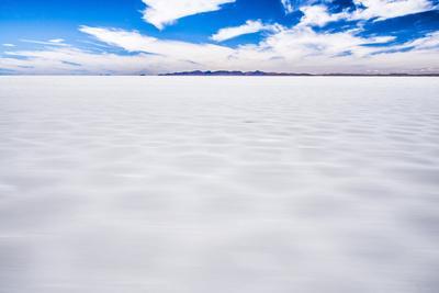 https://imgc.allpostersimages.com/img/posters/driving-through-uyuni-salt-flats-salar-de-uyuni-uyuni-bolivia-south-america_u-L-Q12SCLZ0.jpg?p=0