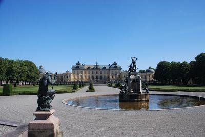 https://imgc.allpostersimages.com/img/posters/drottningholm-palace-from-the-gardens_u-L-PLL4ZZ0.jpg?p=0