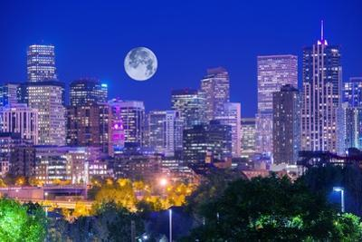 Denver Colorado at Night by duallogic
