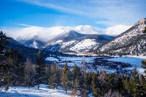 Rocky Mountains in Winter by duallogic