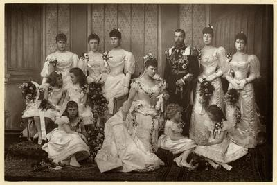 https://imgc.allpostersimages.com/img/posters/duke-and-duchess-of-york-with-bridesmaids_u-L-Q107LQZ0.jpg?artPerspective=n