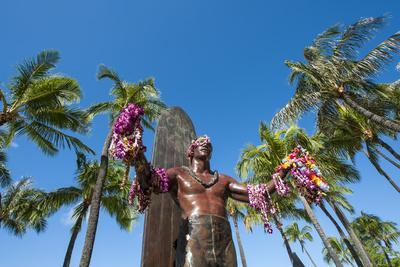 https://imgc.allpostersimages.com/img/posters/duke-paoa-kahanamoku-waikiki-beach-honolulu-oahu-hawaii-united-states-of-america-pacific_u-L-PWFJ8B0.jpg?p=0