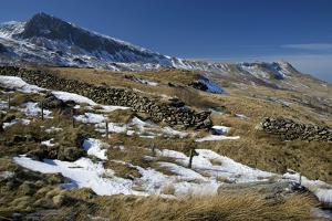 Summit of Cyfrwy on Left, 811M by Duncan Maxwell
