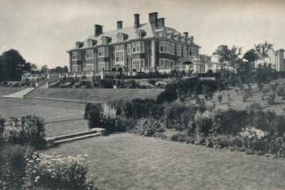 https://imgc.allpostersimages.com/img/posters/dunchurch-lodge-near-rugby-c1911_u-L-Q1EFCD90.jpg?artPerspective=n