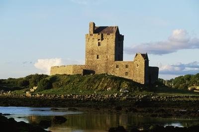 https://imgc.allpostersimages.com/img/posters/dunguaire-castle-16th-century-kinvarra-county-galway-ireland_u-L-PW2YUN0.jpg?p=0