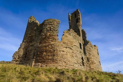 https://imgc.allpostersimages.com/img/posters/dunstanburgh-castle-northumberland-england-united-kingdom-europe_u-L-PWFASM0.jpg?p=0