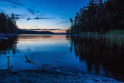https://imgc.allpostersimages.com/img/posters/dusk-stora-le-lake-dalsland-goetaland-sweden_u-L-Q1EXSAG0.jpg?artPerspective=n