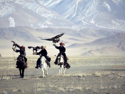https://imgc.allpostersimages.com/img/posters/eagle-hunters-dalai-khan-takhuu-grandfather-son-kook-kook-golden-eagle-festival-mongolia_u-L-P241JD0.jpg?p=0