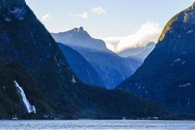 https://imgc.allpostersimages.com/img/posters/early-morning-light-in-milford-sound_u-L-PQ8TWN0.jpg?p=0