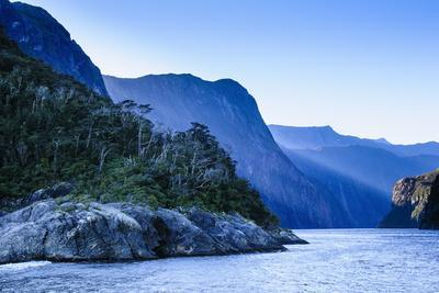https://imgc.allpostersimages.com/img/posters/early-morning-light-in-milford-sound_u-L-PQ8UJT0.jpg?p=0