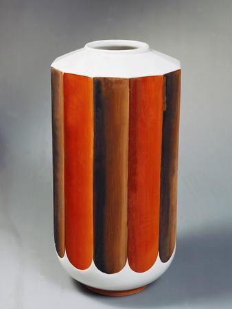 https://imgc.allpostersimages.com/img/posters/earthenware-vase-1930_u-L-POPN6M0.jpg?p=0