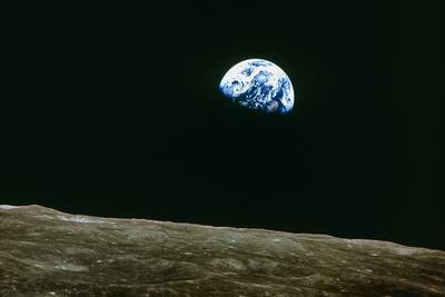 https://imgc.allpostersimages.com/img/posters/earthrise-over-moon-apollo-8_u-L-PZIU2L0.jpg?artPerspective=n