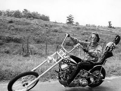 https://imgc.allpostersimages.com/img/posters/easy-rider-peter-fonda-1969_u-L-Q1BUBS90.jpg?artPerspective=n