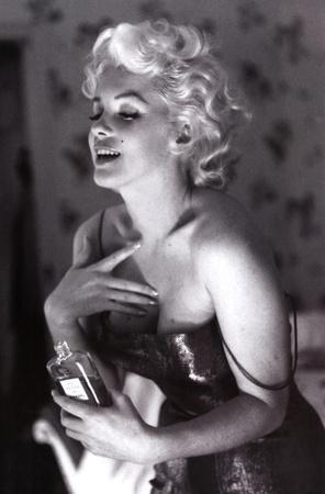 https://imgc.allpostersimages.com/img/posters/ed-feingersh-marilyn-monroe-chanel-glow-movie-poster-print_u-L-F5BBAJ0.jpg?p=0