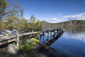 Lake Hayes, Wakatipu Basin in Central Otago, South Island, New Zealand by Ed Rhodes