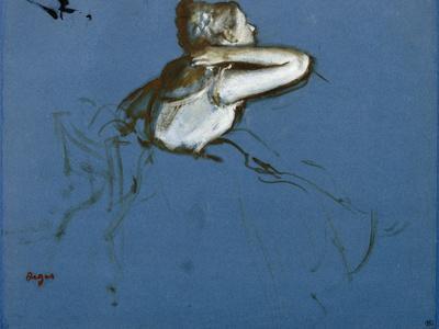 Danseuse assise, vue de profil vers la droite