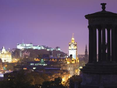 https://imgc.allpostersimages.com/img/posters/edinburgh-cityscape-at-dusk-looking-towards-edinburgh-castle-edinburgh-lothian-scotland-uk_u-L-PFO3N80.jpg?artPerspective=n