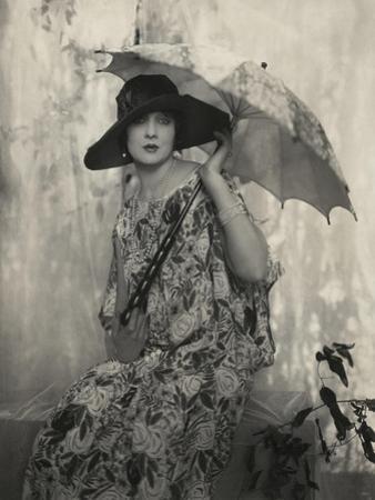 Vogue - May 1924 by Edward Steichen