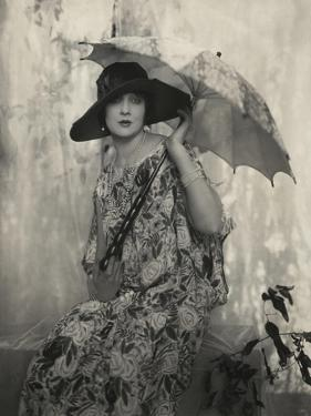 Vogue - May 1924 by Edward Steichen