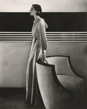 Vogue - November 1933 by Edward Steichen