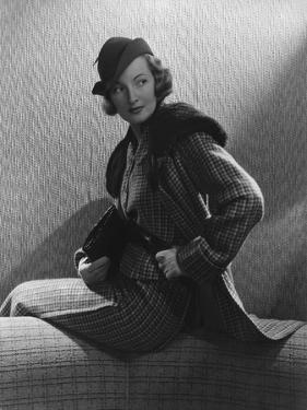 Vogue - November 1934 - Gwili Andre in Wool-Collared Suit by Edward Steichen