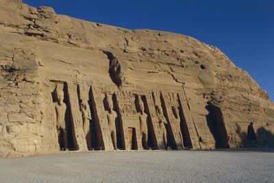 https://imgc.allpostersimages.com/img/posters/egypt-nubia-abu-simbel-facade-of-temple-of-hator_u-L-PRLIBJ0.jpg?p=0