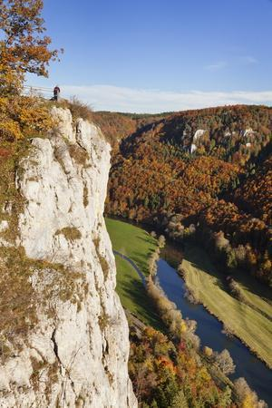 https://imgc.allpostersimages.com/img/posters/eichfelsen-rock-and-danube-valley-in-autumn_u-L-PQ8V750.jpg?p=0