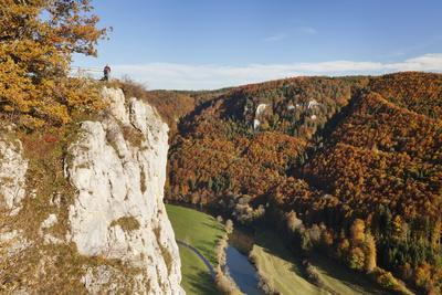 https://imgc.allpostersimages.com/img/posters/eichfelsen-rock-and-danube-valley-in-autumn_u-L-PQ8V7H0.jpg?p=0