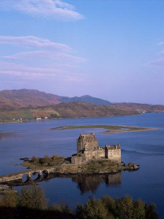 https://imgc.allpostersimages.com/img/posters/eilean-donan-castle-and-loch-duich-highland-region-scotland-united-kingdom_u-L-P1JTX50.jpg?p=0
