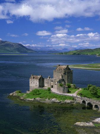 https://imgc.allpostersimages.com/img/posters/eilean-donan-castle-highlands-scotland-united-kingdom-europe_u-L-P7XKJ00.jpg?p=0