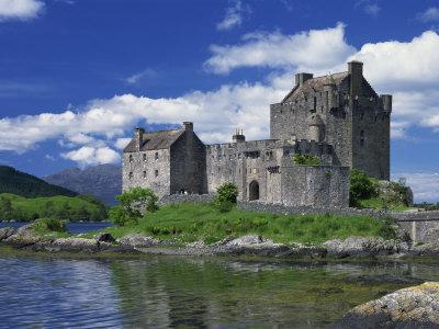 https://imgc.allpostersimages.com/img/posters/eilean-donan-castle-scotland-united-kingdom-europe_u-L-P7XE7G0.jpg?p=0