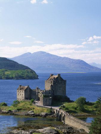 https://imgc.allpostersimages.com/img/posters/eilean-donnan-castle-loch-duich-highlands-scotland-united-kingdom-europe_u-L-PXUDMP0.jpg?artPerspective=n