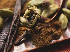 Spices for Baking (Vanilla Pods, Cardamom and Cloves) by Eising Studio - Food Photo and Video