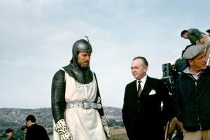 EL CID, 1961 directed by ANTHONY MANN On the set, Charlton Heston with Samuel Bronston (producer) a