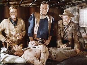 EL DORADO, 1967 directed by HOWARD HAWKS James Caan, John Wayne, Arthur Hunnicutt and Robert Mitchu