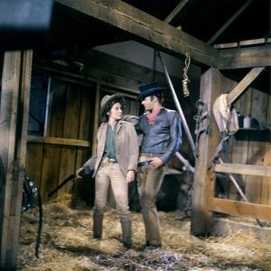 EL DORADO, 1967 directed by HOWARD HAWKS James Caan (photo)