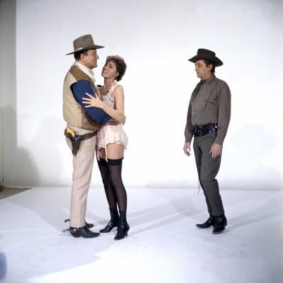 https://imgc.allpostersimages.com/img/posters/el-dorado-1967-directed-by-howard-hawks-john-wayne-charlene-holt-and-robert-mitchum-photo_u-L-Q1C432M0.jpg?artPerspective=n