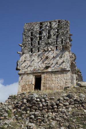 https://imgc.allpostersimages.com/img/posters/el-mirador-labna-mayan-ruins-yucatan-mexico-north-america_u-L-PWFN060.jpg?p=0