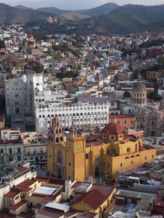 https://imgc.allpostersimages.com/img/posters/el-pipila-scenic-viewpoint-guanajuato-mexico_u-L-PHAHPD0.jpg?p=0