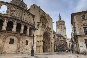 Cathedral and Miguelete Bell Tower, Plaza De La Virgen, Autumn (Fall), Valencia, Spain, Europe by Eleanor Scriven