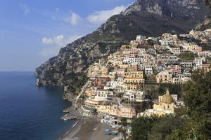 Elevated View of Positano Beach and Cliffs, Costiera Amalfitana (Amalfi Coast), Campania, Italy by Eleanor Scriven