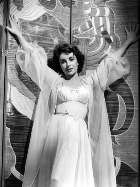ELEPHANT WALK, 1954 directed by WILLIAM DIETERLE Elizabeth Taylor (b/w photo)