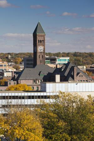 https://imgc.allpostersimages.com/img/posters/elevated-skyline-with-old-courthouse-sioux-falls-south-dakota-usa_u-L-PN71070.jpg?p=0