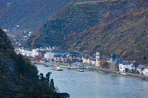 Elevated view of town along Rhine River, Sankt Goarshausen, Rhineland-Palatinate, Germany