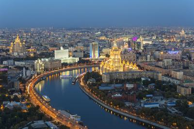 https://imgc.allpostersimages.com/img/posters/elevated-view-over-the-moskva-river-embankment_u-L-PWFTD40.jpg?p=0