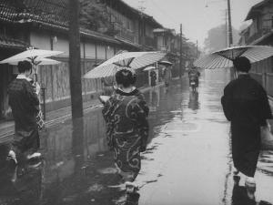 Rainy Day in Kyoto by Eliot Elisofon