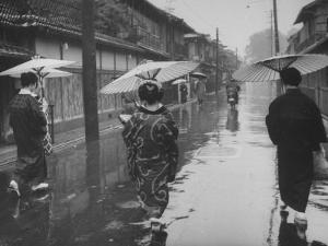 Rainy Day in Kyoto by Eliot Elisofon