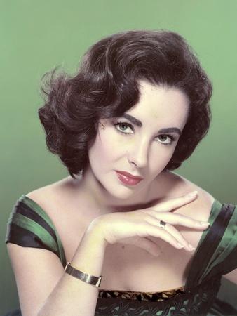 https://imgc.allpostersimages.com/img/posters/elizabeth-taylor-1953-photo_u-L-Q1C3FG40.jpg?artPerspective=n
