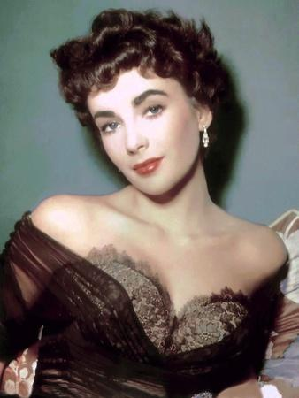 https://imgc.allpostersimages.com/img/posters/elizabeth-taylor-early-50-s-photo_u-L-Q1C3A6B0.jpg?artPerspective=n